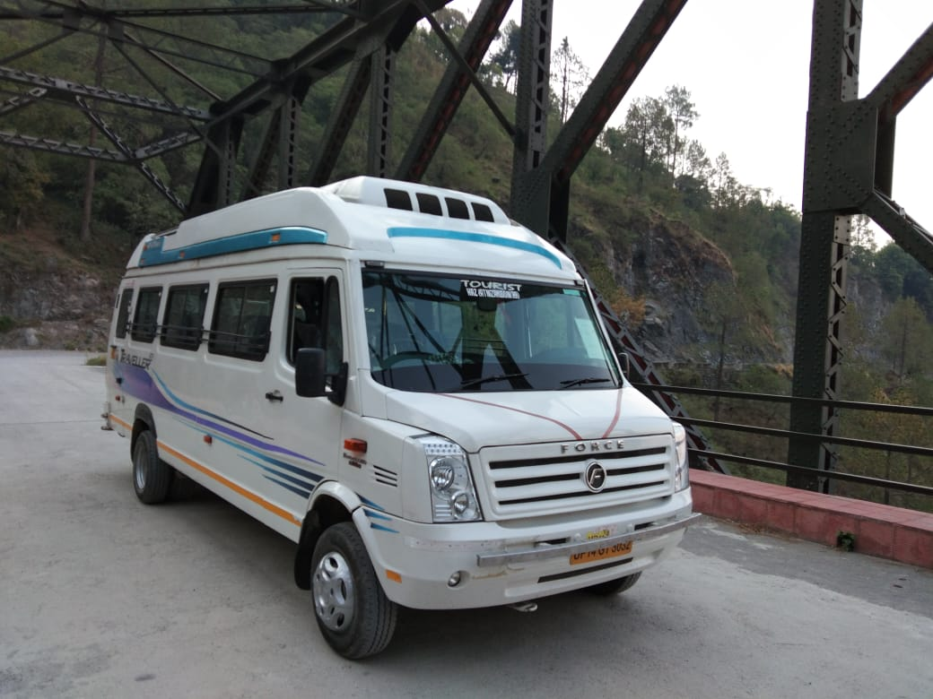 26 Seater  Deluxe Tempo Traveller