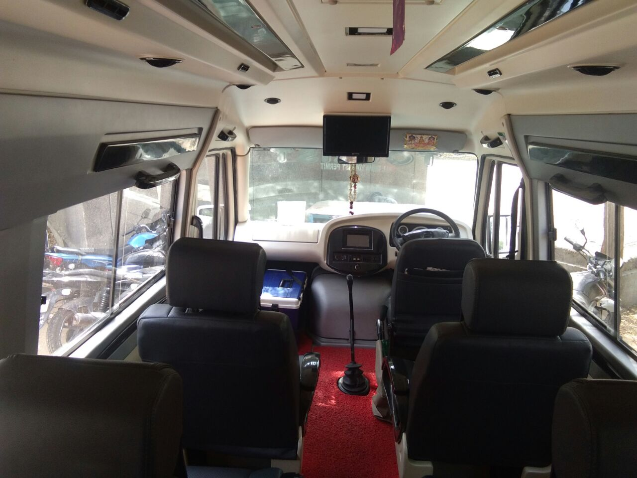 12 Seater Luxury Tempo Traveller hire in Delhi
